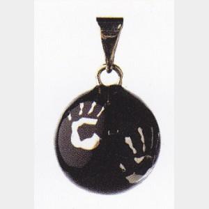 bola mexicain noir avec mains
