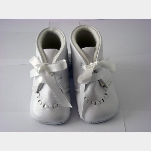 Chaussures cuquito baptême cuir blanc satiné + lacets satin