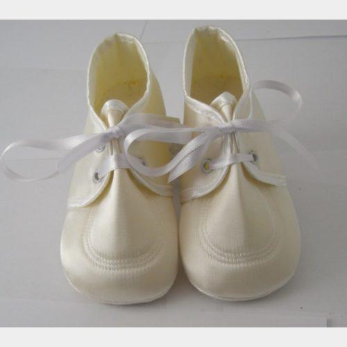 Chaussures Cuquito en tissus satiné écru avec lacets en satin
